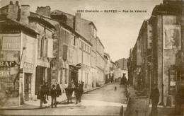 16. CHARENTE - RUFFEC - Rue De Valence. - Ruffec