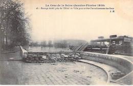75 - PARIS 4 °- INONDATIONS De PARIS (Janvier 1910 ) Barrage établi Près De L'Hotel De Ville Pour Arrêtr Les Eaux - CPA - De Overstroming Van 1910