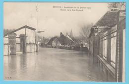 J.P.S. 12 - C.P. 59 - Inondations Du 21 Janvier 1910 - Entrée De La Rue Brocard - Troyes