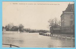 J.P.S. 12 - C.P. 65 - Inondations Du 21 Janvier 1910 - N° 2 - Le Grand Bassin Et Les Rues De Chaque Rive - Troyes