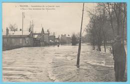 J.P.S. 12 - C.P. 70 - Inondations Du 21 Janvier 1910 - N° 7 - L'eau à Flots Traversant Les Charmilles - Troyes