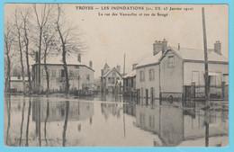 J.P.S. 12 - C.P. 78 - Inondations Du 21 Janvier 1910 - La Rue Des Vassaulles Et Rue De Songé - Troyes