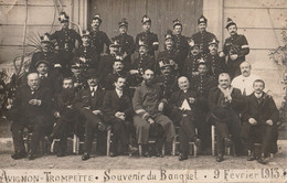84 AVIGNON  CARTE PHOTO     BANQUET AMICALE AVIGNON TROMPETTE 09 FEVRIER 1913 - Avignon