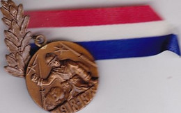 MEDAILLE ANCIEN COMBATTANT 1918.1978 / RUBAN - France