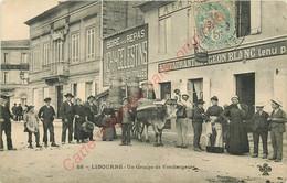 33.  LIBOURNE .  Un Groupe De Vendangeurs .  CPA Animée . ( Groupe Devant Restaurant Au Pigeon Blanc ) . - Libourne