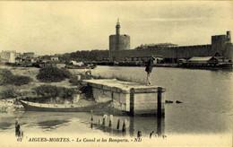[30] Gard > Aigues-Mortes > Le Canal Et Les Remparts / M 47 - Aigues-Mortes