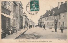 CARTE POSTALE   SANCOINS 18  Hôtel Brisson Et Rue Du Faubourg De Nevers - Sancoins