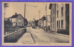 Carte Postale  62. Pont-de-Briques  La Rue De La Gare   Très Beau Plan - Autres Communes