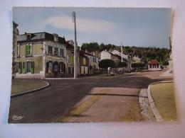 Nogent En Bassigny - Rue De Verdun - Café - Tabac - Carte En Bel état - CPSM GF - Nogent-en-Bassigny