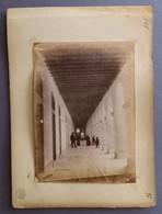 """02000 """"BELLUNO PORTICI ANIMATI - AL VERSO BELLUNO ALBERGO DELLE ALPI E RECINZIONE STAZIONE FERROVIARIA 1888""""  FOTO ORIG. - Places"""