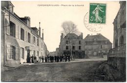 23 CHENERAILLES - Place De La Liberté - Chenerailles
