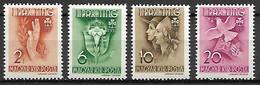 HONGRIE   -   1939 .  Y&T N° 538 à 541 *.  Scoutisme Féminin.  Série Complète.  Main, Lys, Colombe ... - Ongebruikt