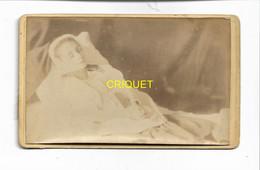 Photo Cdv Fin 19ème, Femme Sur Son Lit De Mort - Altri
