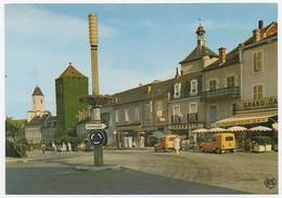 46-MA-1023  MARTEL - Edts Apa Poux - Place Gambetta, La Tour Carrée, Eglise St Maur, Le Beffroi. Voitures La Poste. - Altri Comuni