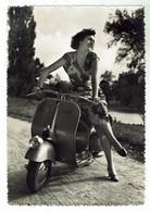 Scooter Vespa / Piaggio -circulée D'Italie -1950- Bon état - Format 10 X 15 - Moto