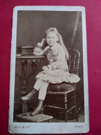 Photo CDV  Fillette Assise Identifiée - Circa 1875 - Photo Witz à Rouen - Etat Correct - Ancianas (antes De 1900)
