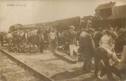 SAUJON CARTE PHOTO 14 AOUT 1910 ACCIDENT DE TRAIN CATASTROPHE FERROVIAIRE - Saujon