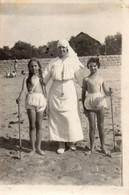CPA Religieuse Avec 2 Enfants (patronage Ou Centre Ou Colonie De Vacances ?) - Fotografie