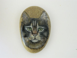 Original Painting Of A Tabby Cat Hand Painted On A Smooth Beach Stone Paperweight - Fermacarte