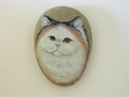 Original Painting Of A Tortoiseshell And White Persian Cat Hand Painted On A Smooth Beach Stone Paperweight - Fermacarte