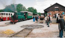 TRAIN DU BAS BERRY ANCIENNE LIGNE LE BLANC ARGENT TRAIN A VOIE METRIQUE EN GARE D' ECUEILLE PHOTO ORIGINALE - Trains
