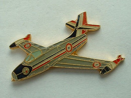 PIN'S PATROUILLE DE FRANCE - OURAGAN - Airplanes