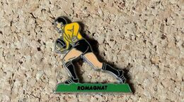 Pin's RUGBY Joueur De ROMAGNAT (63) - émaillé à Froid époxy - Fabricant BERAUDY VAURE - Rugby