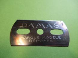 1 Lame De Rasoir Usagée ,sans Emballage Et Sans étui/DAMAS Bleue/Marque Modèle Déposés/Vers 1920-1950           PARF216 - Lamette Da Barba