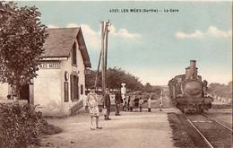 Sarthe LES MEES - La Gare - Train En Gare - Stations - Met Treinen