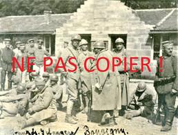 PHOTO ALLEMANDE - PRISONNIERS FRANÇAIS A BOUVIGNY -  DOMMARY BARANCOURT - MEUSE - GUERRE 1914 1918 - 1914-18