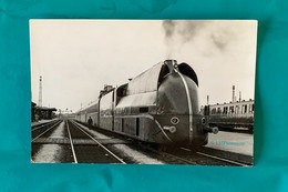 Train Aérodynamique PLM- Photo Locomotive En Gare De Laroche - 1936 / 1937 - Avant SNCF - Trains