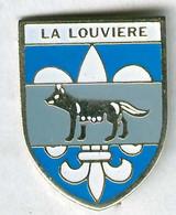 Pin's Ville Commune La Louvière Belgique Loup Wolf - Steden