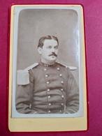 Photo CDV Militaire - Portrait Officier - Voir épaulette - Infanterie - 144 Sur Col - Dos Muet - TBE - Guerra, Militares