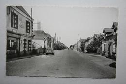 49 : Bel Air De Combrée - Rue Principale ( Café Des Landes - Lemoine -    Pompe Essence , Voiture 2 Cv ) - Other Municipalities