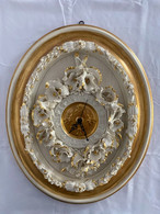 OROLOGIO DA PARETE In Finissima Porcellana Di Capodimonte (6) (G24) Come Da Foto Con Finiture In Oro A Foglia 57 X 47 X - Capodimonte (ITA)