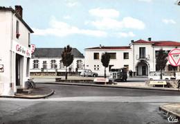 AIZENAY - Les Ecoles Et La Poste - Café Des Arts - 2cv Et Fourgon Citroën - Aizenay
