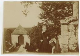 Excursion Au Faouët (Morbihan). Chapelle Sainte-Barbe. Petite Fille Avec Coiffe. Le Faouët. Bretagne. 1907. - Plaatsen