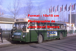 ReproductionPhotographie D'un Bus Berliet PCR Avec Publicités Charrier Et Conord à La Défense à Paris En 1964 - Reproductions