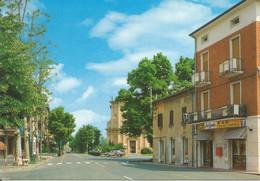 (RE) CADELBOSCO SOPRA, VIA MONSIGNOR SACCANI - Cartolina Nuova, Auto, Tabacchi - Altre Città