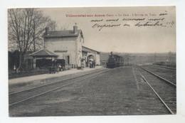 32 - VILLECOMTAL - La Gare - L'Arrivée Du Train Animée - - Altri Comuni