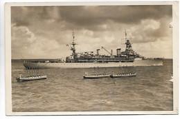 MARINE NATIONALE Croiseur Ecole JEANNE D'ARC Belle Photo 180x115 Vers 1930 Equipage Rendant Les Honneurs ......HH - Barcos