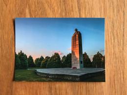 Sint Juliaan Julien Langemark-Poelkapelle - Brooding Soldier Canadien Canada Monument - Langemark-Poelkapelle