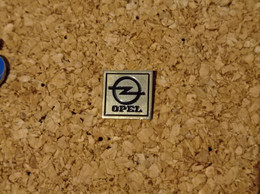 PINS AUTOMOBILE OPEL LOGO DOREE - Opel