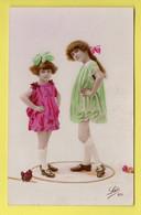 DD / ENFANTS / FILLETTE EN ROBE FUSHIA ET FILLETTE EN ROBE VERTE / 1 JANVIER 1924 - Non Classificati