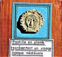 Objet En Plomb Représentant Un Visage. Epoque Médiévale. - Arqueología