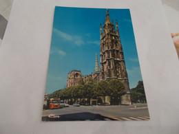 BORDEAUX ( 33 Gironde )   LA TOUR PEY BERLAND   VIEILLES VOITURES  BUS  VOYAGEE 1980 - Bordeaux