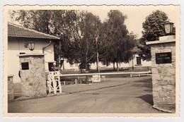S41-016 Carte Photo - Caserne De Neustadt - Entrée Du Quartier Edon - Barracks