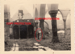 Photo Originale (n° 4), Bombardement Mai 1940 : Eglise De Lessines / Lessen + Soldat Allemand - Lessines