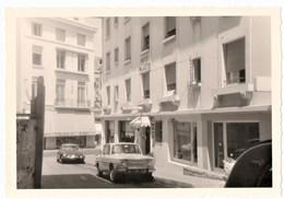 BIARRITZ . PHOTO. HOTEL PALACITO. RUE GAMBETTA. AUTOMOBILE CITROEN DS19. AUTOMOBILE RENAULT 8 - Places