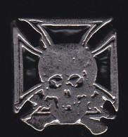 67395- Pin's.Croix De Malte.tete De Mort.2 Tacks. - Motos